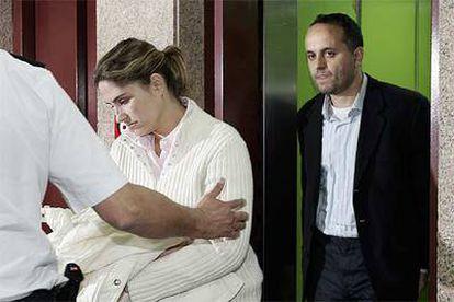 Celso Perdomo, ex director general del Gobierno canario, y su pareja, Mónica Quintana, funcionaria del Cabildo grancanario, el martes pasado, tras ordenar el juez el ingreso de ambos en prisión preventiva.