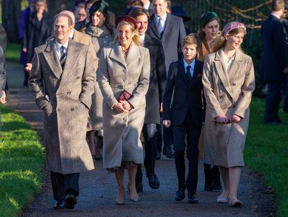 Eduardo y Sophie, condes de Wessex, y sus hijos, Jacobo y Lady Luisa Windsor, en Sandringham, en diciembre.