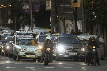 Vehículos en la calle Aragó de Barcelona.
