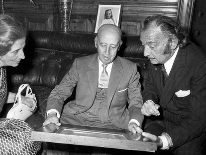 Carmen Polo, Franco y Dalí en el castillo de Peralada en 1970. FONS NARCÍS SANS