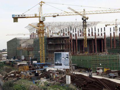Construcción de la Gran Mezquita de Argel, el pasado 20 de enero, a cargo de la compañía China State Construction Engineering Corporation (CSCEC), una de las dos empresas chinas contratadas para edificar el mayor puerto de Argelia.