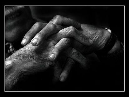Las manos de Gabriel García Márquez, fotografiadas para el libro 'Rebeldía de Nobel', de Xavi Ayén.