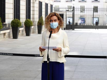 La presidenta del Congreso, Meritxell Batet, en rueda de prensa a las afueras del Congreso el pasado 13 de octubre.