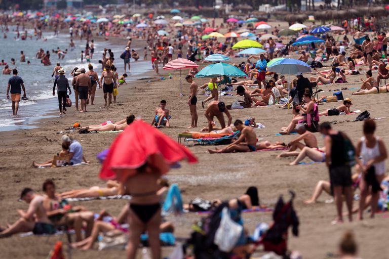 Vista de la playa de la Misericordia de Málaga, tras pasara a la fase 2 de la desescalada.