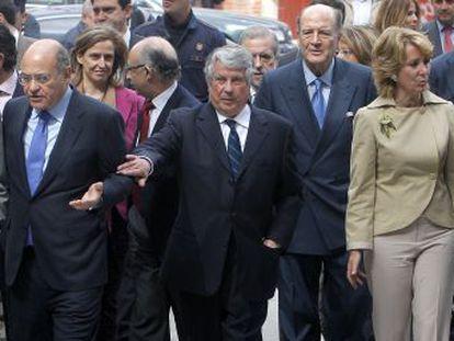 En primera línea, de izquierda a derecha, Ignacio González, Gerardo Díaz Ferrán, Arturo Fernández, Esperanza Aguirre y Alberto Ruiz-Gallardón, en un acto de CEIM en 2010.