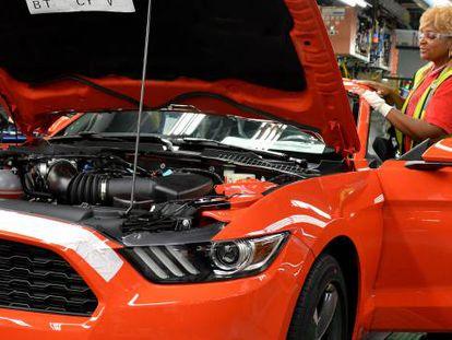 El Mustang (en la foto) es uno de los pocos turismos que Ford seguirá vendiendo en Norteamérica.