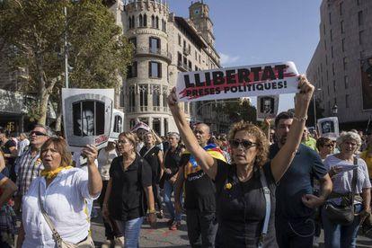 Protesta por la sentencia del Proces en la plaza de Cataluña.