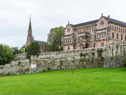 El palacio de Sobrellano en Comillas, construido por Antonio López, marqués de Comillas. |