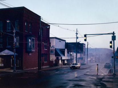 Untitled (Merchant's Row), verano (2003), de Gregory Crewdson.