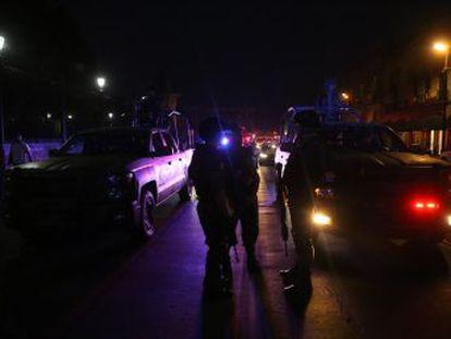 Las autoridades localizan 19 cuerpos en Uruapan, algunos colgados de un puente, otros desmembrados. El fiscal habla de pugna entre bandas delictivas