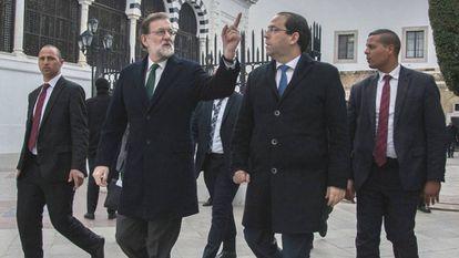 Mariano Rajoy este lunes con el primer ministro tunecino, Youssef Chahed.