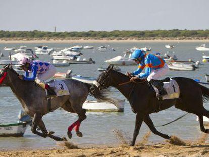 Un momento de las carreras de caballos, este jueves en Sanlúcar.