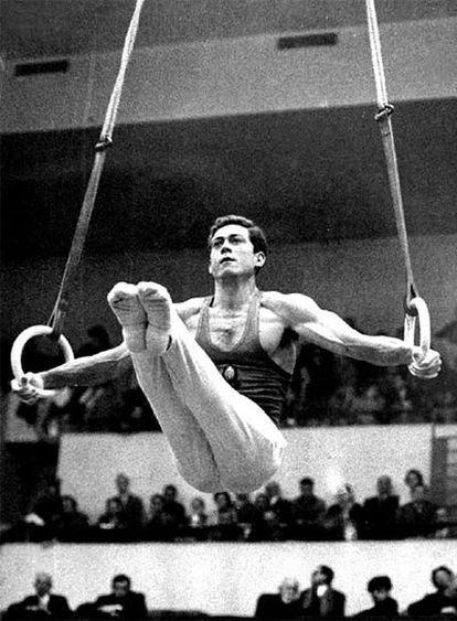 Joaquín Blume, en un ejercicio de anillas durante una competición.