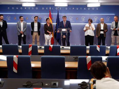 Los portavoces de ocho formaciones con representación en el Congreso, en la tarde de este martes, durante la declaración conjunta tras conocerse el espionaje a miembros de ERC.