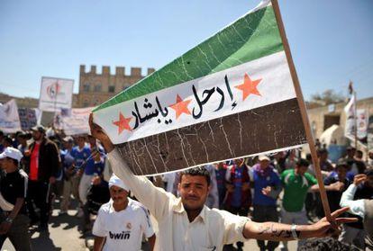 Manifestación en Yemen en apoyo de los rebeldes sirios.