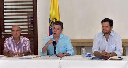 Santos con el equipo negociador del Gobierno en Cartagena