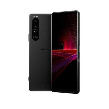 El teléfono incorpora un módulo vertical de cámaras con una lente principal, un gran angular y un teleobjetivo.