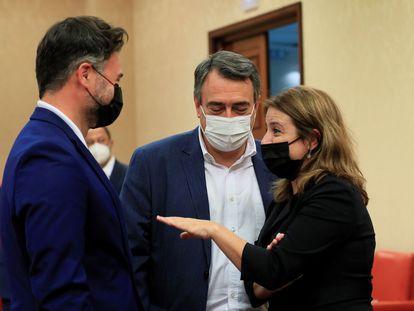 Desde la izquierda, los portavoces de ERC, Gabriel Rufián; PNV, Aitor Esteban, y PSOE, Adriana Lastra, este miércoles en el Congreso.
