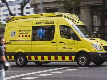 Una ambulancia del SEM en el paseo de Gràcia de Barcelona.