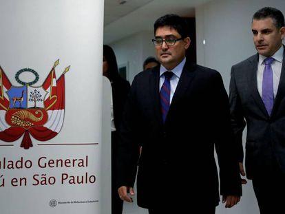 El procurador Jorge Ramírez y el fiscal Rafael Vela, este viernes en São Paulo.