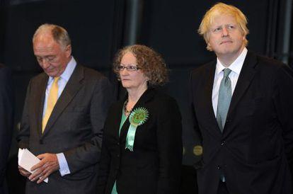 El alcalde de Londres con los candidatos laborista y del Partido Verde.