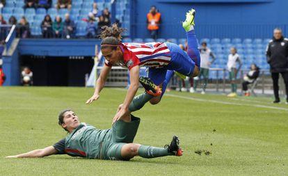 Falcón, del Atlético Féminas, y Lucía García, del Athletic.