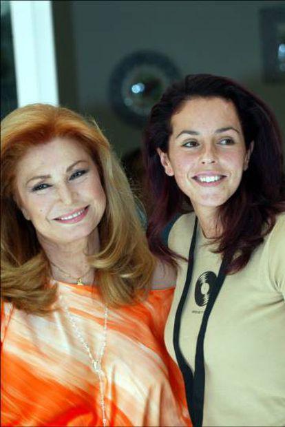 Rocío Jurado y su hija Rocío Carrasco, en Madrid, en septiembre de 2004.