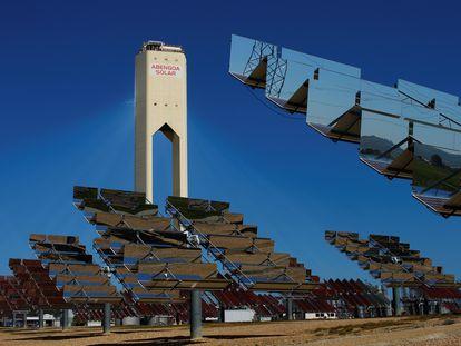 Parque de placas solares de Abengoa en Sanlúcar la Mayor, en Sevilla.