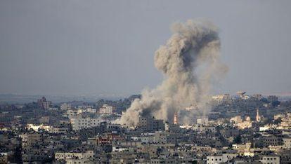 Bombardeo israelí sobre Ciudad de Gaza, este sábado.
