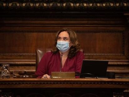 La alcaldesa de Barcelona, Ada Colau, durante el pleno de octubre.