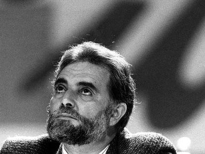 Julio Anguita, en la jornada inaugural de la Segunda Asamblea Federal de Izquierda Unida en 1990.