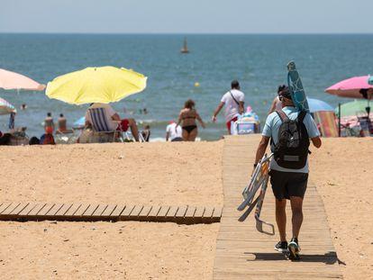 Una playa de Huelva, el martes.