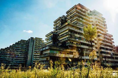 La Vela Rossa es una de las primitivas edificaciones construidas en los setenta que hoy escenifica lo peor de Scampia.