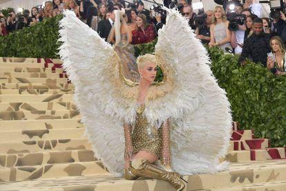 Katy Perry en la gala MET, cuya temática eran los cuerpos celestiales.