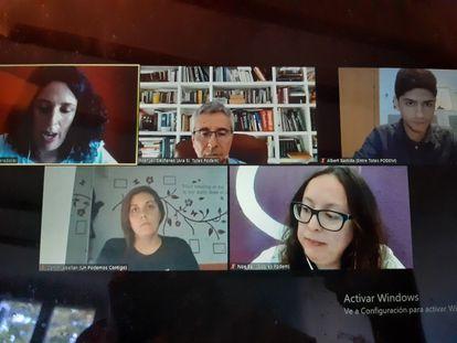 Un momento de un debate telemático celebrado este domingo entre los cuatro candidatos. Abajo, a la izquierda, Conchi Abellán; a la derecha, Noelia Bail.