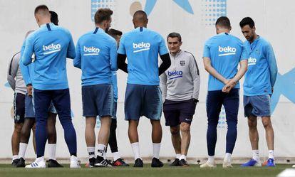 Valverde, en el entrenamiento del Barça