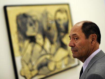 Claude Picasso, ante la obra 'Tres personajes'.