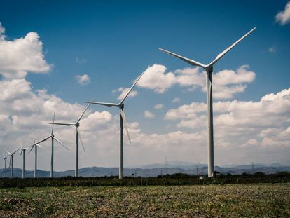 Molinos generadores de energía eléctrica.