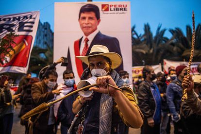 Simpatizantes del candidato presidencial Pedro Castillo, marchan en Lima en junio de 2021.