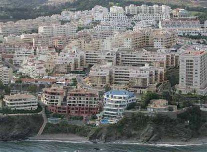 Miles de viviendas construidas cerca del mar en Benalmádena Costa.