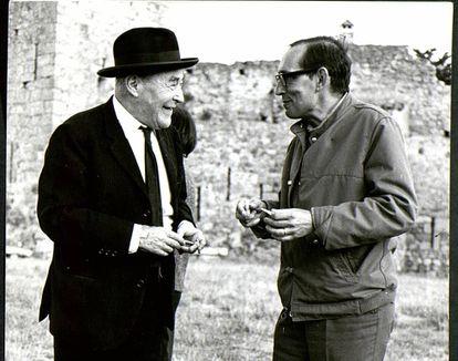 Josep Pla y Miguel Delibes en Palafrugell, en 1969.