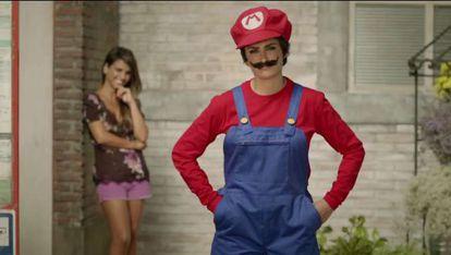 Penélope Cruz y su hermana Mónica, en el anuncio de Nintendo.