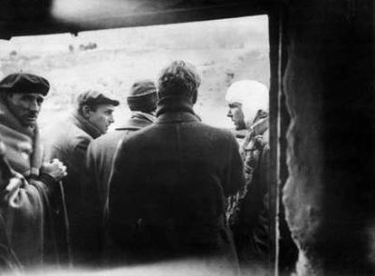 Kim Philby, con un aparatoso vendaje, tras ser herido en Caudé (Teruel) el 31 de diciembre de 1937.