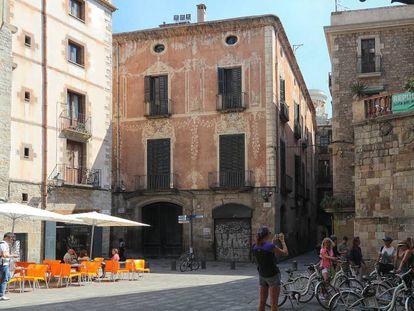 Fachada del edificio barroco Palacio Moxó, situado en la plaza de Sant Just i Pastor de Barcelona.