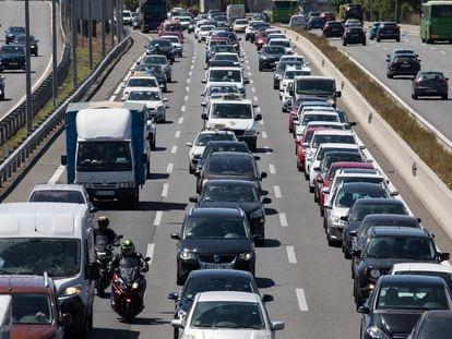 Atasco en la autovía A2 en Madrid.