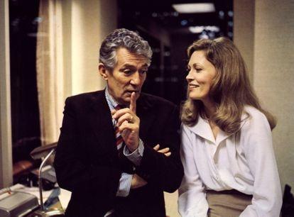Peter Finch y Faye Dunaway en 'Network: un mundo implacable', la sátira televisiva de Sidney Lumet por la que Dunaway obtuvo el Oscar a la mejor actriz.