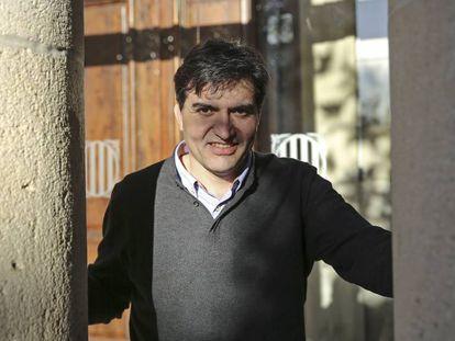 Sergi Sabrià, portavoz de ERC, en un patio del Parlament.