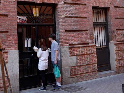 Vivienda en Madrid donde fue hallado este viernes el cadáver de María del Pilar C. P., asesinada por su pareja.