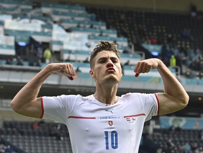 Patrik Schick celebra el gol contra Croacia.