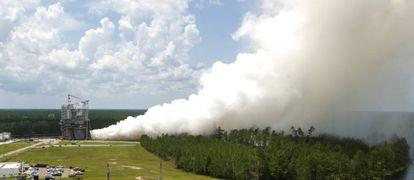 Prueba del motor RS-25 que será utilizado en el Space Launch System.